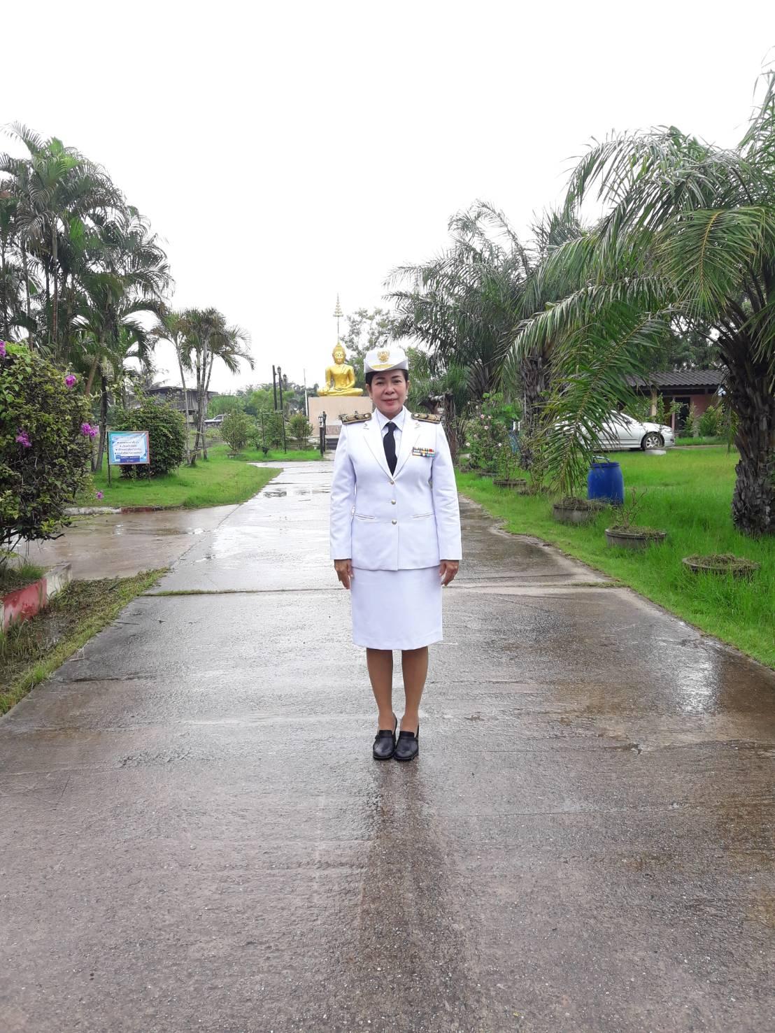 นางอัจฉราพร อินทรทัพ ผู้อำนวยการโรงเรียนบ้านทองหลาง โทร : 089-1591182